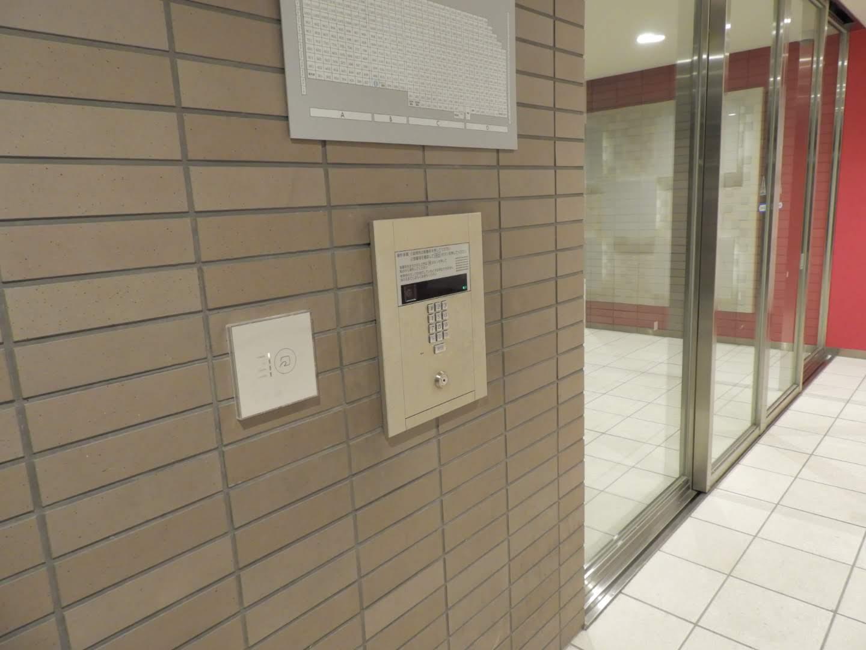 非接触鍵式の共用自動ドア